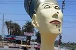 """تمثال نفرتيتي بـ""""المكياج"""" يثير سخرية المصريين"""