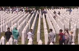 """في ذكرى 21 للمذبحة.. دفن رفات 127 من ضحايا """"سربرنيتسا"""""""