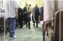 بمصر فقط: محام يحمل موكله أمام القضاء للدفاع عنه.. لماذا؟