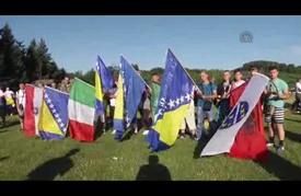 """مسيرة لآلاف البوسنيين من أجل إحياء ذكرى مجزرة """"سربرنيتسا"""""""