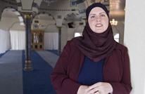 سيناتور أمريكي يدافع عن منافسته المسلمة ضد هجوم عنصري ضدها