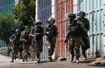 اعتقالات في الضفة والاحتلال يجبر شقيقين على هدم منزليهما