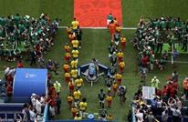 أمير قطر بزي مختلف في مباراة البرازيل والمكسيك (شاهد)
