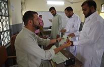 """""""انتحاري"""" يقتل العشرات مع بدء التصويت بانتخابات باكستان"""