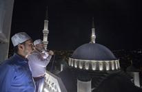 مسجد تركي يحول أرففه إلى مركز لإغاثة الفقراء (صور)