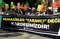 أتراك ينظمون وقفة تضامنية مع السوريين بإسطنبول (شاهد)