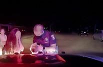 شرطي أمريكي ينقذ رضيعة من الموت اختناقا (شاهد)