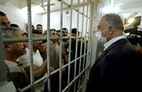 الكاظمي يجري زيارة مفاجئة لسجن ببغداد.. لهذا السبب (صور)