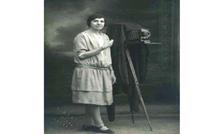 كريمة عبود.. وثقت بالصورة جغرافية فلسطين وهويتها الحقيقية