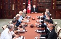 مذكرات توقيف جديدة بتونس.. وسعيّد يواصل الدفاع عن انقلابه