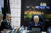 """""""هآرتس"""": عباس يحاول إجراء تغييرات.. تنحية اشتية وتنصيب فياض"""