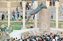 الغارديان: كيف صنع الجيش الأمريكي أسطورة بتدمير تمثال صدام؟