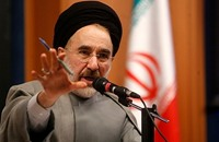 خاتمي يحذر من ثورة شعبية أو انقلاب عسكري في إيران