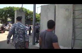 الحكومة اللبنانية تحصّن مقرها وسط بيروت بجدار إسمنتي