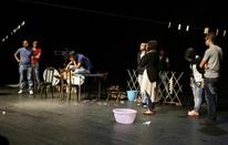 مقاتلون لبنانيون ينقلون معركتهم لمسرحية