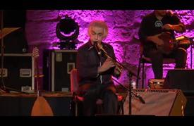 موسيقي أمريكي من أصل تركي يرافق جمهور قرطاج