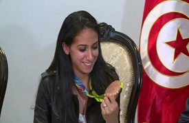 استقبال حافل في تونس للمبارِزة إيناس البوبكري