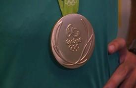 البرازيل تحتفل بإنجازها الأولمبي في كرة الطائرة الشاطئية