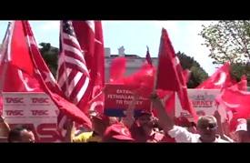 أتراك يتظاهرون ضد الانقلاب في بلادهم أمام البيت الأبيض