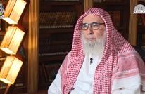حكم بسجن ناصر العمر بسبب تغريدات قديمة واستضافة خالد مشعل