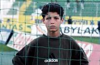 شاهد نجوم كرة القدم في الملاعب خلال طفولتهم