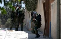 """الاحتلال يصيب فلسطينيا بـ""""شلل رباعي"""" بعد إطلاق النار عليه"""
