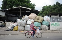 قرية بإندونيسيا تعارض خفض واردات البلاد من النفايات.. لماذا؟