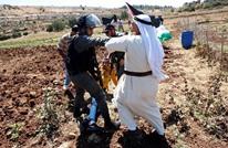 الاحتلال يعتدي على وقفة تضامنية مع الأسرى بالضفة (شاهد)