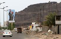 وزير يمني يتهم الإمارات ببناء مليشيات للسيطرة على الموانئ