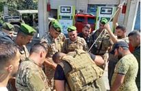الجيش اللبناني يداهم المحطات المغلقة ويوزع البنزين (صور)