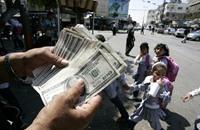 الدولار يواصل صعوده بتأثير حرب إسرائيل على غزة