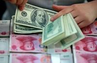 الدولار يتراجع لأدنى مستوى في 7 أسابيع بفعل البيانات الصينية