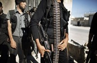 """أهالي """"الحجر الأسود"""" بين كماشة التنظيم وحصار النظام"""