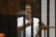 مرسي يطالب بمحاكمة عدلي منصور بتهمة اغتصاب الرئاسة