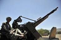 صحيفة: الحوثيون ينقلون أسلحة مضادة للطيران إلى صعدة (فيديو)