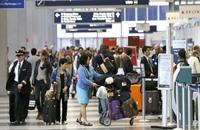 أشعل حريقا وعطل الرحلات في مطارين بشيكاغو لينتحر