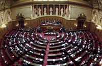 """""""الشيوخ الفرنسي"""" يقر مشروع قانون يحظر """"حجاب الأمهات"""""""
