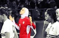 ديلي تلغراف: زوج لاعبة إيرانية يمنعها من السفر