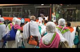 ضيوف الرحمن في طريقهم إلى عرفات