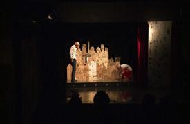 حكايات المهاجرين بالتمثيل الصامت والدمى في بيروت