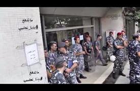 """ناشطون لبنانيون يغلقون لبعض الوقت مدخل وزارة """"الطاقة"""""""