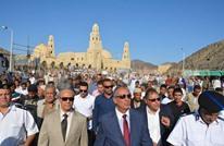 """مصريون يحجون بـ""""تحيا مصر"""" لغير مكة.. إلى أين؟ (فيديو)"""