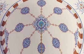 جمال الخط العربي والزخرفة بأيدي فنانيين أتراك