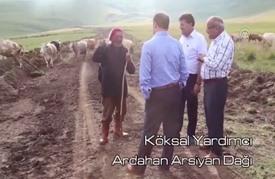 المتحدث باسم رئاسة تركيا يغني لشهداء الانقلاب (شاهد)