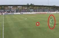 """حارس إنجليزي يسجل هدفا رائعا من مسافة """"بعيدة جدا"""" (فيديو)"""