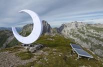فنان ملحد ينصب هلالا على قمة جبل ويثير الجدل في سويسرا