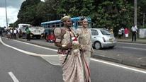 عروس سيريلانكية ترتدي فستانا بطول 3 كيلومترات في زفافها