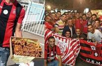 جماهير الجزائر تستقبل المغاربة بالتمر على هامش لقاء كرة قدم