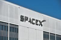 """""""سبايس إكس"""" تبدأ التعاقد مع الراغبين بالسياحة """"حول القمر"""""""