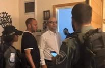 الاحتلال يشن حملة اعتقالات بالضفة تطال وزير شؤون القدس